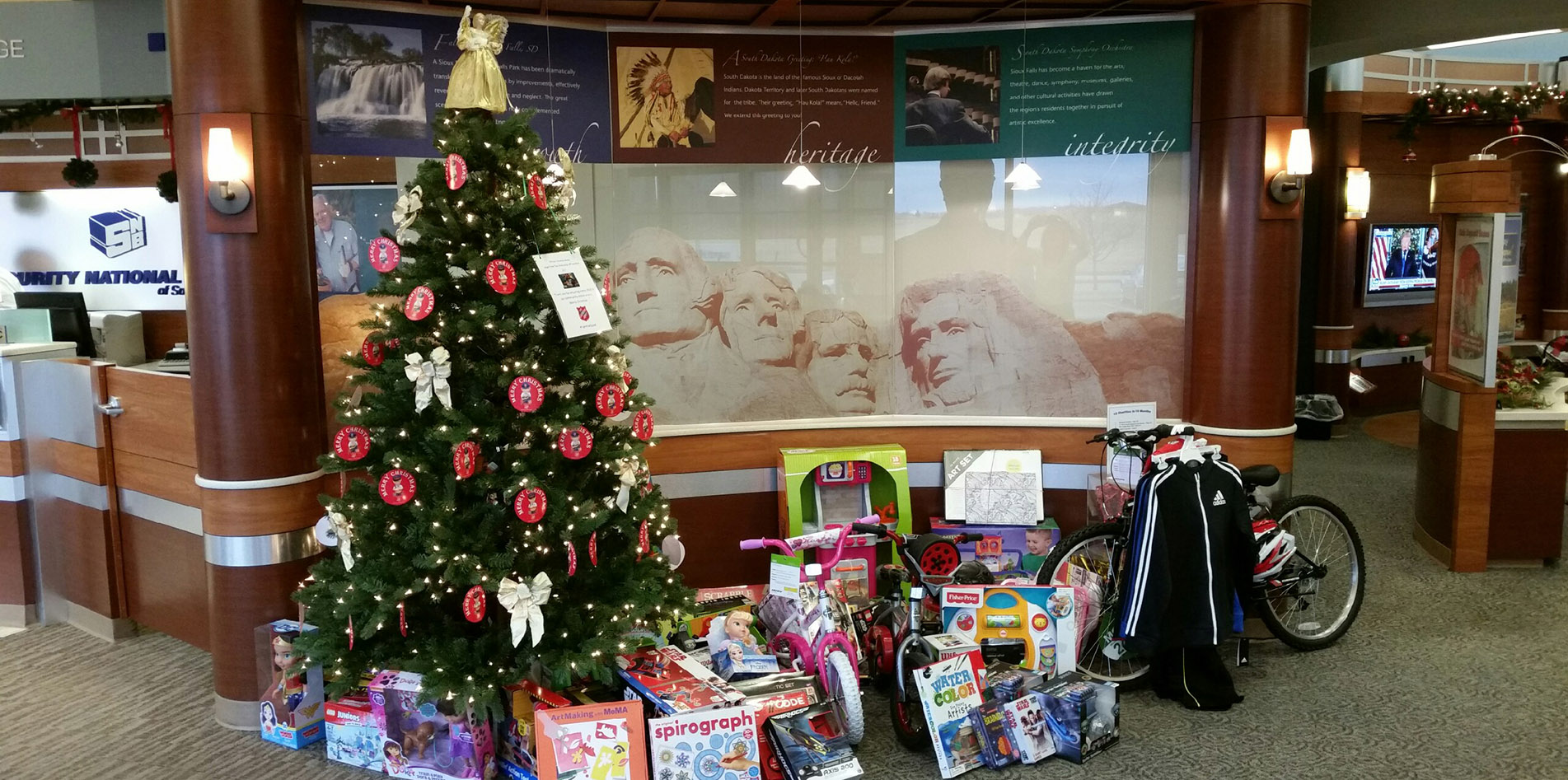 SNB of South Dakota Collects More Than 100 Gifts for An